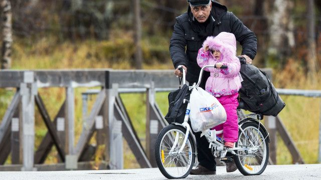 پناہ گزین سائیکلوں پر روس سے ناروے پہنچ رہے ہیں