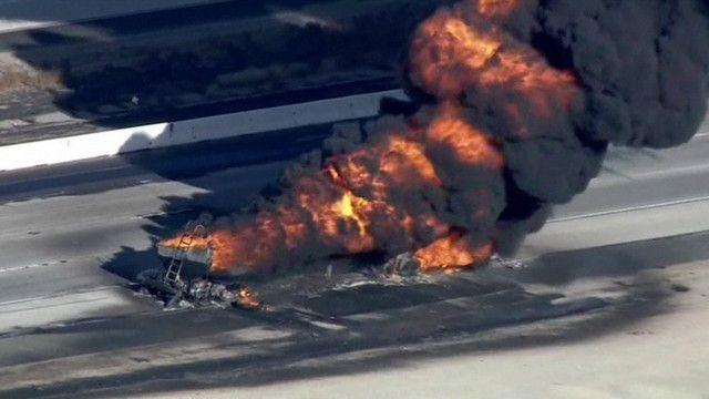 Cháy xe chở xăng dầu tại California