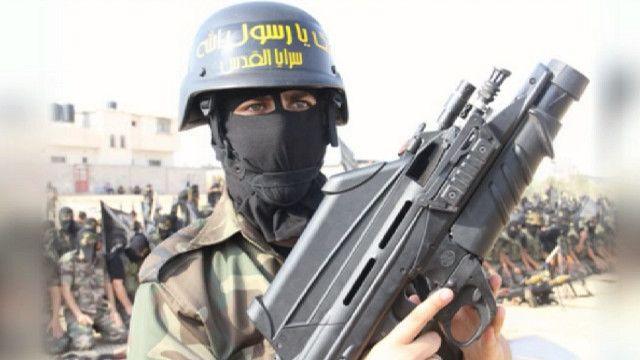 F200 в руках представителя джихадистской группировки