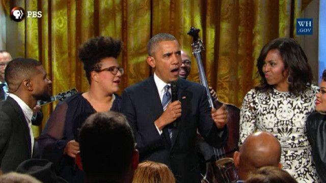 Барак Обама на сцене с музыкантами