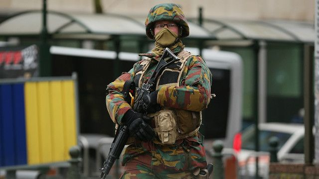 Военный на улице Брюсселя