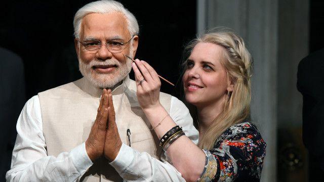 انڈیا کے وزیر اعظم نریندر مودی کا مومی مجسمہ