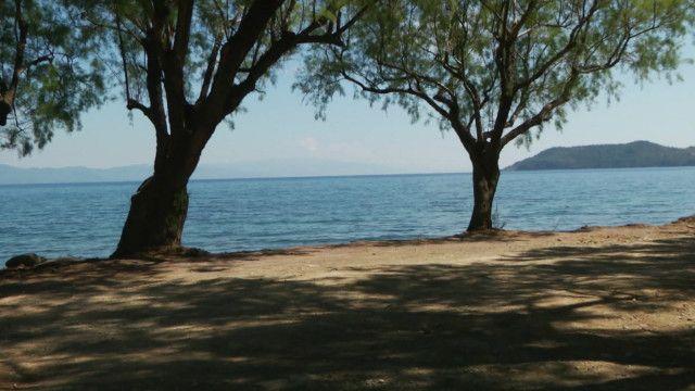На пляжах Лесбоса пустынно: четыре мигранта вместо пяти тысяч