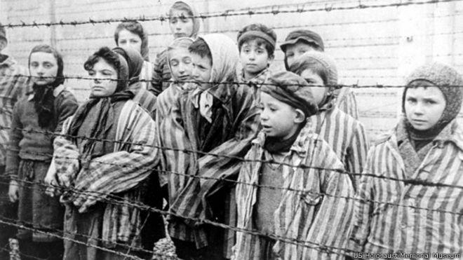 Resultado de imagem para CAMPOS DE CONCENTRAÇÃO NAZISTA