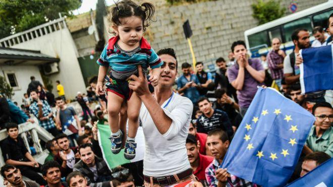 AB: Türkiye serbest vize istiyorsa göçmenleri kabul etmeli